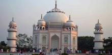 ঘুরে আসুন বাংলার তাজমহল