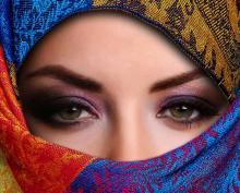 আজান শুনে মুসলিম নারীরা কেন মাথায় কাপড় দেয়?