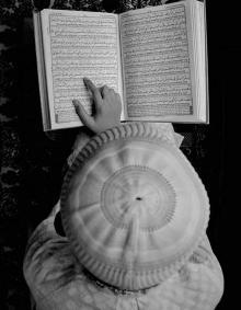'দেখ দেখ কেম্বা কইরা ছবি উডায়, বেডায় পুরাই পাগল'