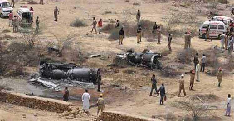 পাকিস্তানে যুদ্ধবিমান বিধ্বস্ত, পাইলট নিহত