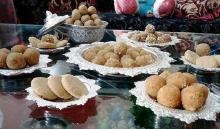 পূজায় রকমারি লাড্ডু-নাড়ু