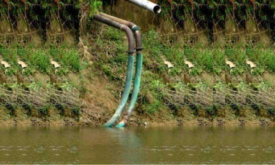 ফেনী নদী থেকে অবৈধভাবে পানি তুলছে ভারত