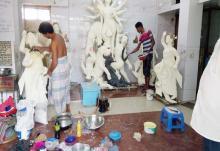 শ্রী শ্রী কালী মন্দিরে চলছে পূজার শেষ প্রস্তুতি