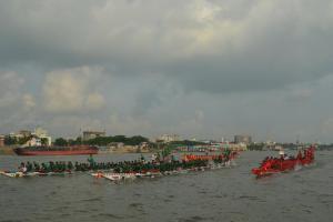 বুড়িগঙ্গায় জাতীয় নৌকা বাইচ-২০১৬ অনুষ্ঠিত। ছবি- বিবার্তা২৪.নেট