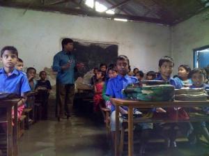 বৃষ্টিতে তলিয়ে গেছে দিনাজপুরে শতগ্রাম ইউনিয়নের ঝাড়বাড়ী উচ্চ বিদ্যালয়। ছবি- বিবার্তা২৪.নেট