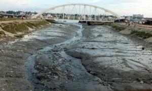 পলি মাটিতে ভরাট হয়ে গেছে চট্টগ্রামের কর্ণফুলী নদী। ছবি- বিবার্তা২৪.নেট