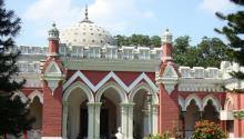 দিঘাপতিয়া রাজবাড়ী মন কাড়বে