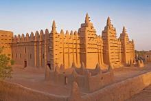 মাটির তৈরি বিশ্বের সবচেয়ে বড় মসজিদ কোনটি?