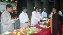 রাবি স্কুলের কৃতী শিক্ষার্থীদের পুরস্কার বিতরণ